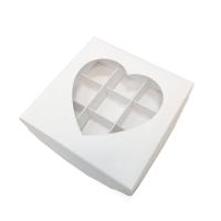Коробка на 9 конфет с окошком (сердце) белая