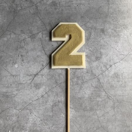 Топпер шоколадная цифра 2